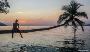 photo-raja-ampat-sunset-yenkoranu