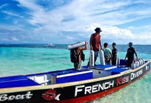French-Kiss-Divers-bateau-min