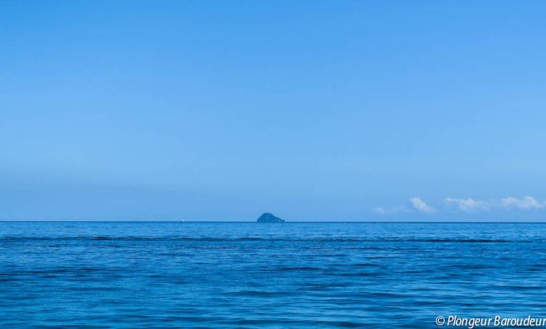 Gato island (loin) (LR)-min