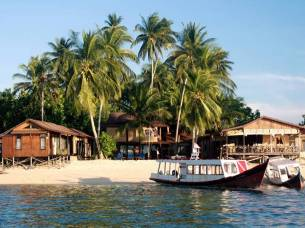 derawan dive lodge-min