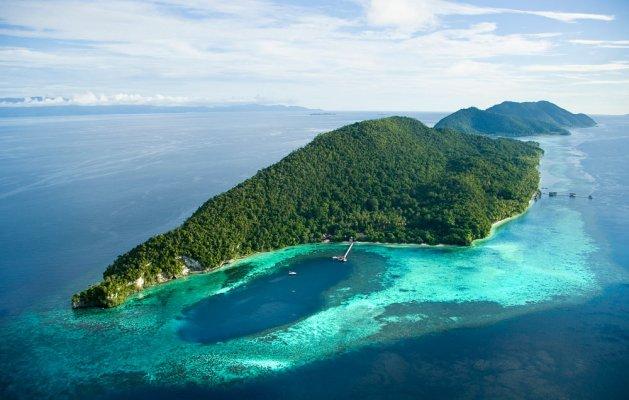 kri-et-massuar-island-raja-ampat-indonesia