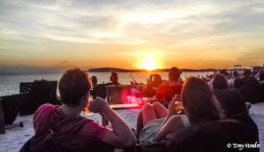 sunset-iles-gili-9-people.jpg-min